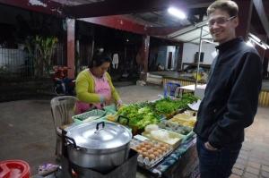 Le stand de soupes au marché de nuit