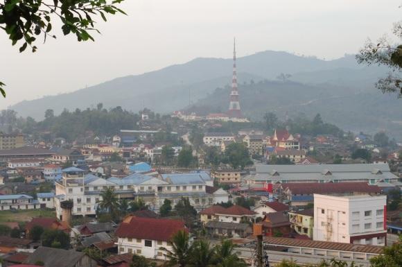 Vue sur Oudomxai depuis le sommet de la colline