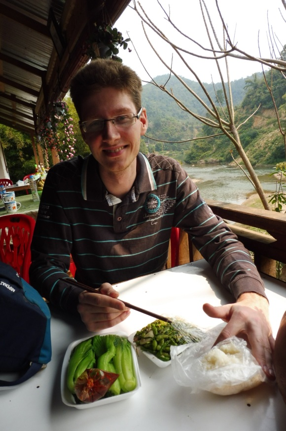 Pause déjeuner au bord de la rivière