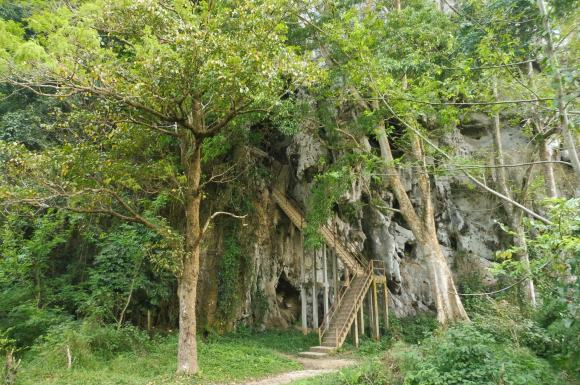 Entrée pour la première grotte