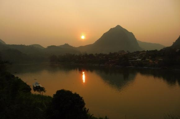 Coucher de soleil sur la Nam Ou