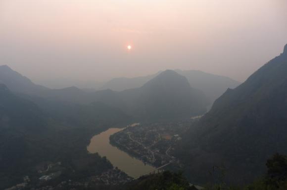 Vue sur Nong Khiaw depuis le point de vue