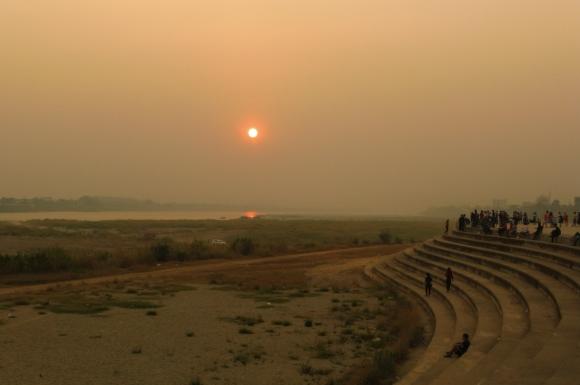 Coucher de soleil sur les bords du Mékong...