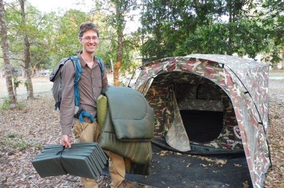 Notre première tente (mais les fourmis nous ont fait fuir...)