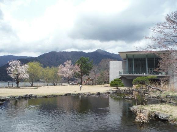 Le superbe cadre du musée d'art de Kawaguchiko