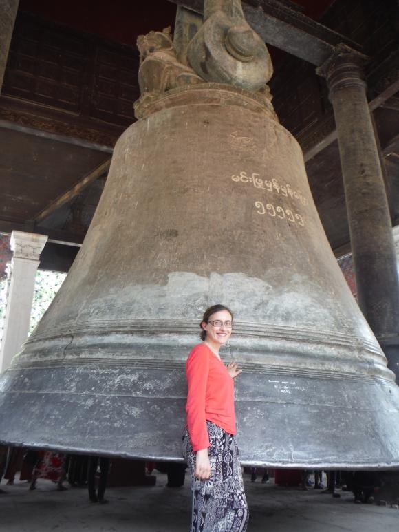 8m de haut et 90 tonnes, la plus grosse cloche sonnante au monde (il y en a une plus grande en Russie mais elle ne sonne plus)