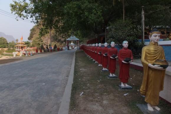 Près de la pagode ***