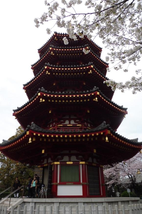 La grande pagode du temple adjacent