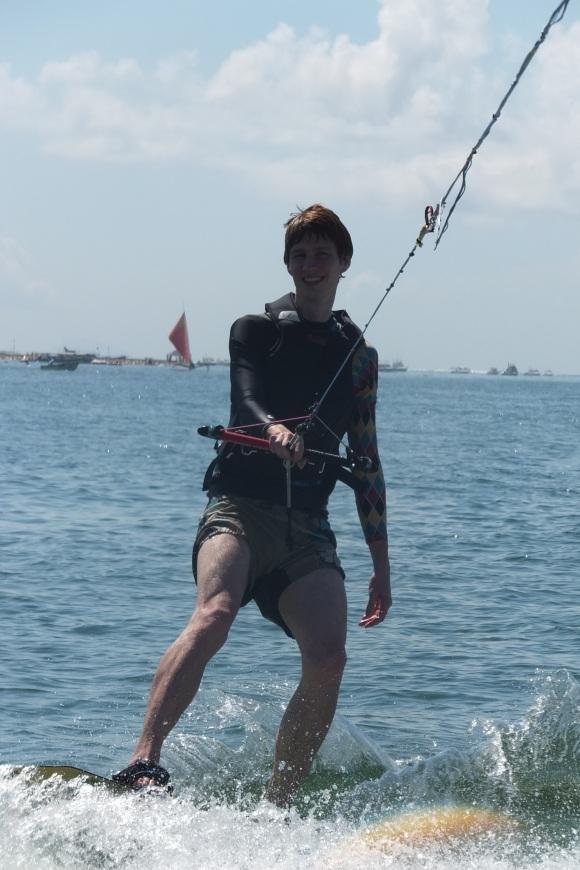 L'autre option quand il n'y a pas de vent,c 'est de faire du wakeboard ;-)