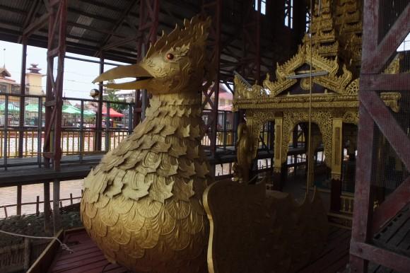 Bateau transportant les Bouddhas