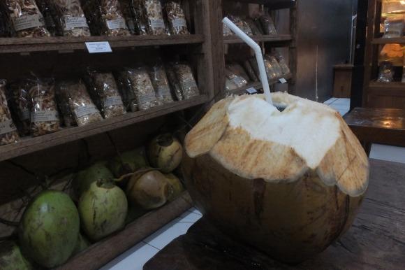 Boutique 100% coco, séchée, râpée, en gâteaux, en jus...