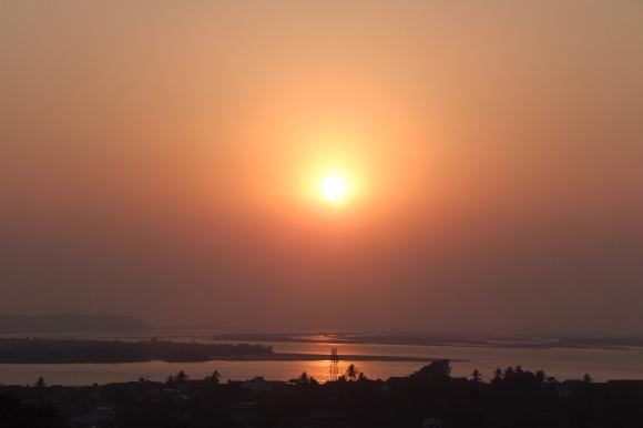Coucher de soleil sur le fleuve Salouen