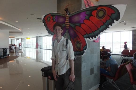 L'aéroport de Bali est décoré d'immenses cerf-volants