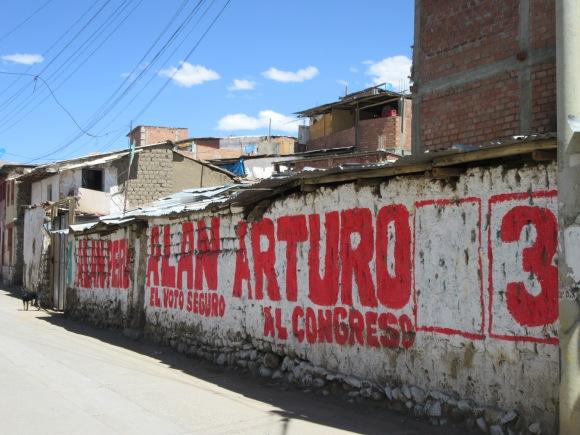 Peinture électorale à Huaraz