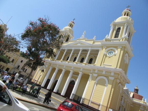 La cathédrale sur la place centrale de Chiclayo