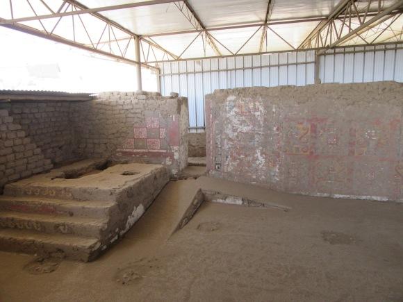 Les sacrifices se déroulaient sur l'autel à gauche