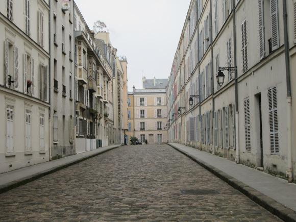 """Le """"passage d'Enfer"""", un passage parisien qui semble être resté bloqué dans le temps"""