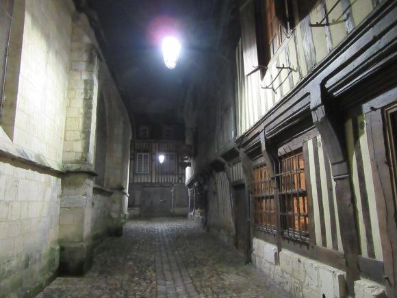 Petite rue moyenâgeuse à Honfleur, j'aime...